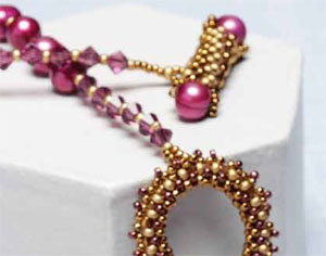 From using pearl beads to creating a pearl clasp, discover many things to love about pearl jewelry. 