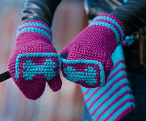 Easy Crochet Mittens Pattern: Fetching Dog Mittens by Judith L. Swartz