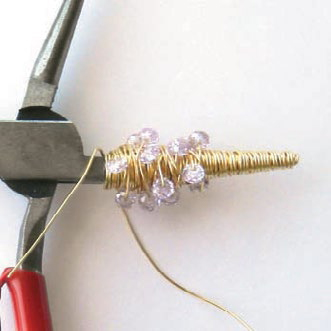 Download this free jewelry tutorial to learn how to make winter jewelry!