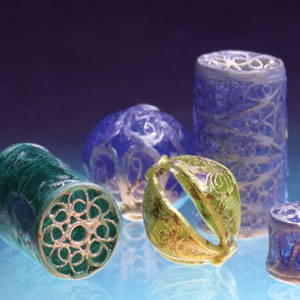Create these enamel jewelry beads using vitreous enamel.