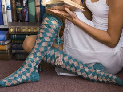 Make these socks plus five other patterns with the help of this free entrelac tutorial.