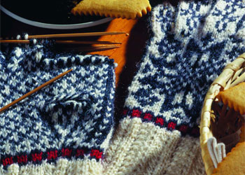 Knit Gloves Pattern: Two Color Norwegian Gloves