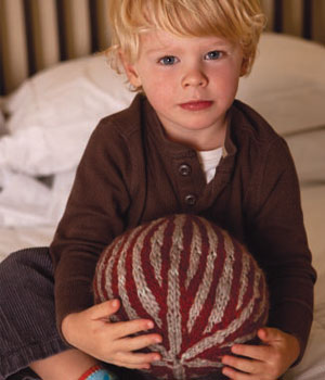 Make a gift for the kids with this knitted ball pattern.