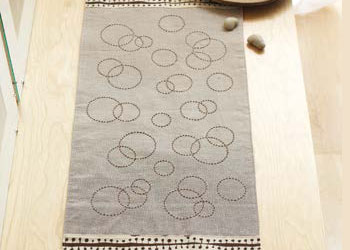 Circle Hand Sewing Stiches: Fizz Table Runner by Lisa Cox