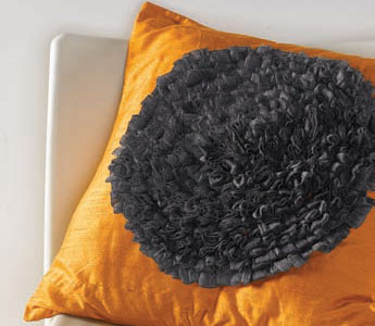 Discover a variety of techniques and how to sew pillow covers with this free collection.