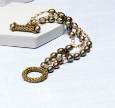 Pearl Jewelry Designs: Petite Pearls Toggle Bracelet