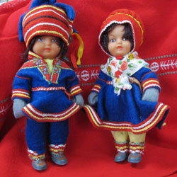 Dolls in Sami folk costume