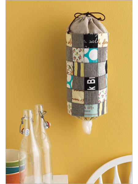 The Glitter Paiges: Crocheted Grocery Bag Dispenser